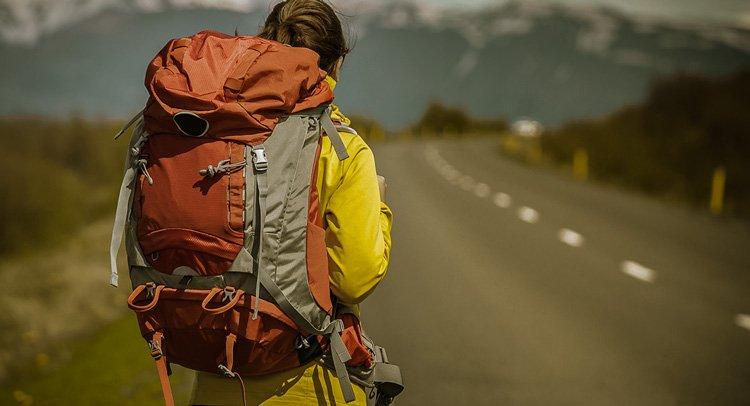 6 razones para no cargar con la mochila en el Camino de Santiago